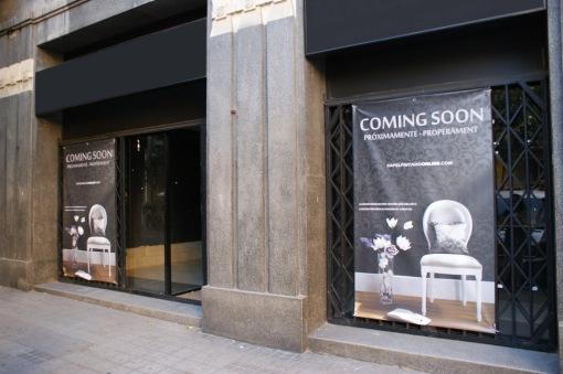 Tienda de papeles pintados en la ciudad de barcelona