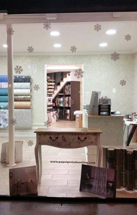 Escaparate tienda papel pintado Barcelona decoración copos de nieve navidad