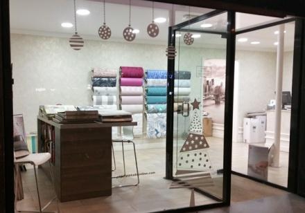 Escaparate tienda papel pintado Barcelona decoración navideña