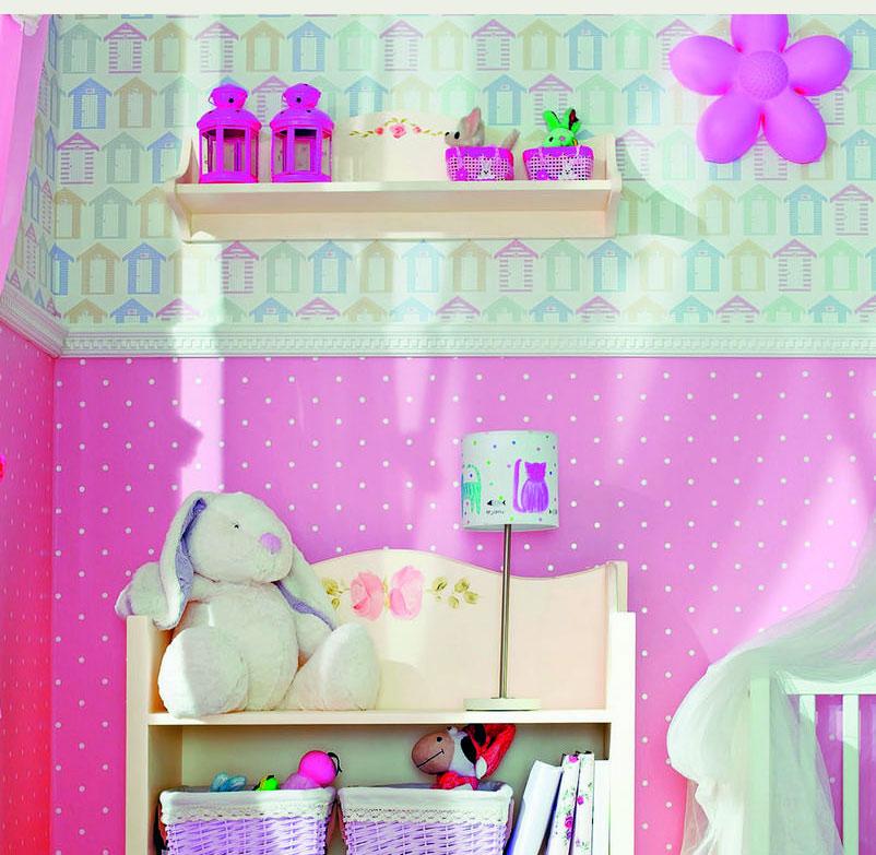 Molduras decorativas en habitación infantil